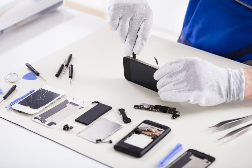Common issues with smartphones that you can repair instead of buying a new one.
